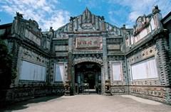 """出成都向西不过一小时车程,有一座安仁古镇。古镇不大,却被称为""""中国博物馆小镇""""。"""