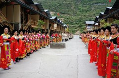 水磨、绵虒、萝卜寨、牟托、坪头、桃坪、甘堡等城镇村寨经过四年的灾后重建,已不仅是生活于斯的藏羌人民的新家园,更是一座座有着浓郁藏羌民族文化特色的魅力村寨。它们串联成一条了独具特色的藏羌文化旅游带,展现出勃勃生机与活力。