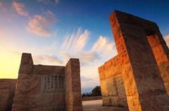 江彰平原上的山山水水描绘着江油的绮丽风光,而李白文化、哪吒文化、火药文化、三国文化等极具特色的地域文化则共同构筑起江油这座诗意盎然的历史文化名城。