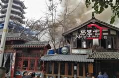 """""""九眼桥又被点着了"""",酒吧一条街澳丽滨江酒店厨房大火,目测损毁严重!目前未听闻人员伤亡"""