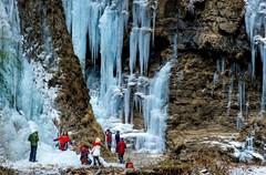 """平武虎牙,位于四川盆地西北边缘,海拔1500-3000米,与""""人间瑶池""""黄龙寺腹背相依。虎牙地貌呈现出鲜明的峡谷特征,山高谷深,分布着高山瀑布、雪山草甸、奇峰怪石、地质遗迹、原始森林等。"""