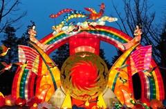"""成都,是一个 """"城址千古不徙,历劫不衰""""、有着 2400多年历史的文化古城。成都有着""""最中国文化名城""""和""""中国最佳旅游城市""""的美誉,在这个文化名城过春节,会是怎样一种全新的体验和不一样的文化感受呢?"""