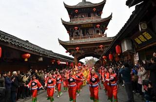 """阆中""""亮花鞋""""央视春晚上演,压轴大戏为四川阆中长脸!"""