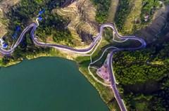 2018年1月8日,华蓥市明月镇乡村旅游公路建成通车,成为一道靓丽的风景线。