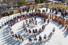 """理县位于阿坝州东南缘,地处""""藏羌文化走廊""""的腹心地带。长期以来,受藏、羌两种文化的影响,造就了理县民族文化的多元特色,也留下了丰富多彩的非物质文化遗产。目前,理县共有国家级非遗项目3项,省级非遗项目5项,州、县级非遗项目79项。其中,既有""""历史活化石""""博巴森根,也有羌族祭祀舞蹈羊皮鼓舞,还有原始古朴的藏族民歌等一批形态各异的非物质文化遗产。"""