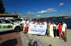 """由四川省旅游局组织策划的""""行南丝绸之路、游大熊猫家乡——欧洲熊猫粉丝四川探亲之旅""""活动开展至今,熊猫粉丝自驾车队已圆满完成了欧洲段的宣传营销活动。7月3日,车队抵达跨越欧亚两大洲的大都市——土耳其伊斯坦布尔,四川旅游促销团也同期抵达,两队人马在伊斯坦布尔区内开展了声势浩大的推介、巡游等宣传活动。"""
