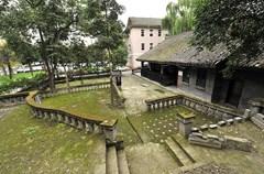 张大千故居是中国当代知名艺术家张大千在祖国大陆的最后居所,也是成都主城区仅存的、最重要的名人故居。
