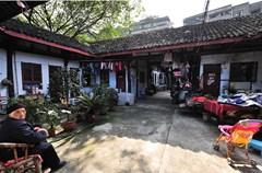邱家祠堂位于锦江区龙王庙正街28号,建于清同治七年(1868),建筑面积1097.71平方米,传统建筑风格,现为民居。