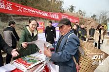 """威远县2017年送""""文化科技卫生法律""""下乡活动在龙会镇五皇村隆重举行"""