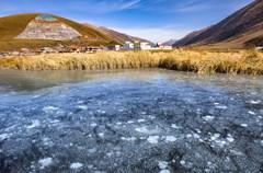 道孚县位于四川省西北部,甘孜州东北部,是青藏高原上的一片净土。