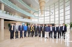 3月29日,外交部四川全球推介活动后续使节团齐聚蓉城!来自斯里兰卡、乌克兰、乌拉圭、塔吉克斯坦、白俄罗斯、意大利、尼泊尔、沙特等国驻华使节和世界知识产权组织中国办事处代表开始了在四川为期4天的访问。