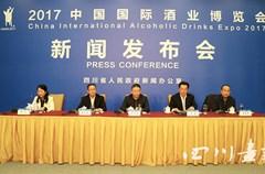 """""""2017中国国际酒业博览会立足打造国际化品牌,以""""举杯中国,品味世界""""为主题,积极促进国内外酒企交流合作,共同推进行业转型发展。将于2017年3月18日至22日在泸州国际会展中心隆重举行。目前,各项准备工作正在顺利有序地进行中。"""