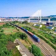 泸州至钦州铁海联运班列开行