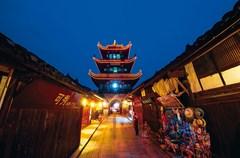 阆中古城是全国整体保存最完好的古城之一,也是四川现存最大的古城,与云南丽江、山西平遥、安徽歙县并称为中国四大古城。